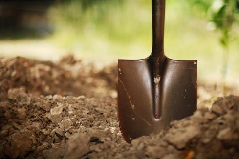 soil_with_shovel